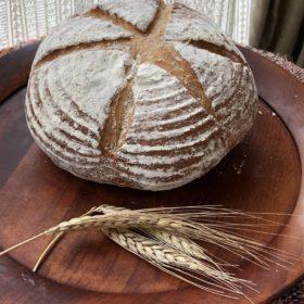 有機スペルト小麦50%の大きなパンと季節のママンチュールマーマレード2種